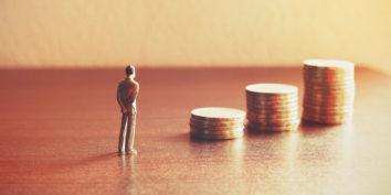 Pensador y monedas