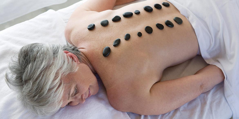 Mujer en un balneario