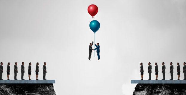 Ilustración de dos hombres alzándose en globo